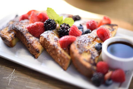 Brioche French Toast at Taste on Melrose by photographer, John Ussenko.