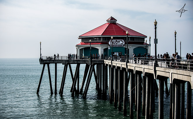 Ruby's Diner at the end of Huntington Beach Pier captured by lifestyle photographer, John Ussenko.